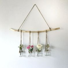 hanging branch with vases - The People Shop - Basteln - Vase ideen Diy Wand, Home Decor Trends, Diy Home Decor, Decor Ideas, Diy Projects Bedroom Decor, Diy Bedroom, Easy Wall Decor, Art Ideas, Bedroom Headboards