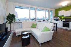 Spojení obývacího pokoje s kuchyňským koutem Couch, Furniture, Home Decor, Settee, Decoration Home, Sofa, Room Decor, Home Furnishings, Sofas