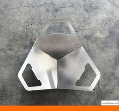 Fireflower Fire Pit - a portable flat-pack fire pit + grill by Aesh Design Fire Pit Gravel, Metal Fire Pit, Cool Fire Pits, Garden Fire Pit, Concrete Fire Pits, Diy Fire Pit, Fire Pit Backyard, Design Lab, Fire Pit Construction