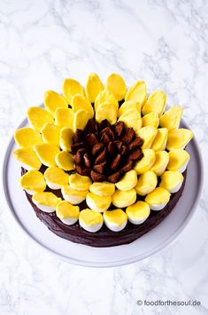 Sonnenblumen Cheesecake mit Zwieback - food for the soul Frosting Techniques, Frosting Tips, American Cheesecake, Easy Minecraft Cake, Fondant Cakes, Cake Fondant, Fondant Figures, Handbag Cakes, Food Stall