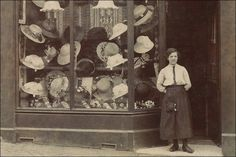 vintage everyday: 37 Interesting Photographs Capture People Standing in Front of Stores over 100 Years Ago Vintage Photos Women, Hat Stores, Retro Pictures, Shop Fronts, Stoke On Trent, Newcastle, Vintage Black, Vintage Shops, Art Gallery