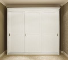 Traditional sliding door wardrobe - RICHMOND - ArchiExpo