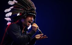 Jay Kay of Jamiroquai always seems to have sacred Indian regalia on the brain. Joss Stone, Jay Kay, Funky Hats, Acid Jazz, Feather Headdress, Album Releases, Cloud 9, Jimi Hendrix, Show