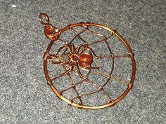 Beaded Wire Spider Tutorial - YouTube Handmade Jewelry Tutorials, Wire Jewelry Designs, Diy Jewelry, Metal Jewelry, Jewellery, Wire Spider, Spider Net, Spider Crafts, Halloween Jewelry