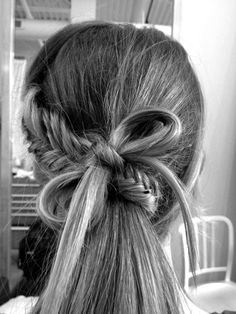 Fishtail bow- I should try this. Surprisingly fishtail braids are really easy just time consuming