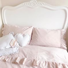 Pretty pink ruffles on my princess bed ☁☁