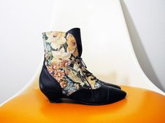 Vintage floral TAPESTRY victorian style leather lace up ankle boots 6.5 / 7