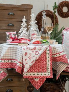 Lovely Christmas products by Clayre & Eef, available on Almara-shop. Christmas Table Settings, Christmas Decorations, Table Decorations, Holiday Decor, Advent, Winter Table, Scandinavian Christmas, Christmas Time, Christmas Ideas