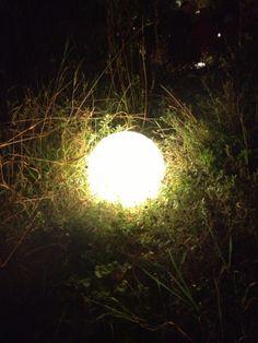 Indirekte Beleuchtung mit einer Kugelleuchte.