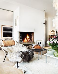 white, cozy living room