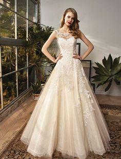 Beautiful by Enzoani BT18-12 | Koonings bruid & bruidegom