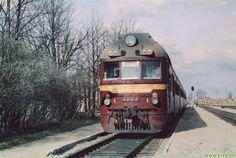 Alojas stacijā, 1984. gadā, Igaunijas dzelzceļa dīzeļvilciens