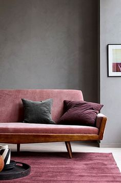 Pink sofa and rug, Rosa Sofa und Teppich, Colourful interiors to make you smile