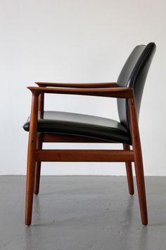 Grete Jalk; Teak and Leather Arm Chair for Glostrup Møbelfabrik, 1960s.