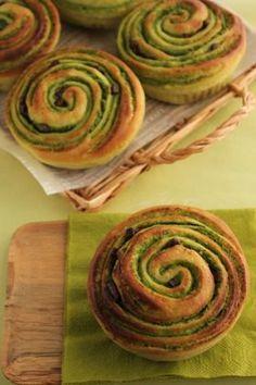 「シート不要!簡単折り込み、抹茶のくるくるチョコパン」takacoco | お菓子・パンのレシピや作り方【corecle*コレクル】