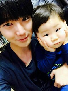 Yesung with a baby so cute Heechul, Donghae, Leeteuk, Choi Siwon, Asian Babies, Asian Boys, K Pop, Elf, Don G