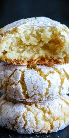 Italian Almond Cookies, Italian Cookie Recipes, Gourmet Recipes, Cake Recipes, Amaretti Cookie Recipe, Amaretti Cookies, Christmas Food Photography, Tasty Pancakes, Lemon Cookies