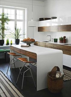 white, modern kitchen with high gloss AND interesting textured wood cabinets Kitchen Dinning, New Kitchen, Kitchen Decor, Kitchen Island, Kitchen Grey, Kitchen Modern, Kitchen Ideas, Warm Kitchen, Scandinavian Kitchen
