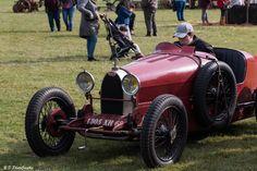 Les voitures anciennes sont également au rendez-vous #voiture #collection #triumph