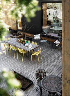 Patio with generous table and yellow chairs Cheap Chairs, Chairs For Sale, Cool Chairs, Indoor Outdoor Living, Outdoor Tables, Outdoor Decor, World Market Dining Chairs, Adirondack Chair Plans Free, Brown Leather Recliner Chair