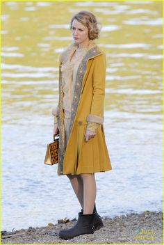 Blake Lively Becomes Burnaby Beach Girl for 'Age of Adaline'!: Photo Blake Lively stands by the water's edge while filming a scene for her upcoming movie The Age of Adaline on Wednesday (April in Burnaby, Canada. Blake Lively Movies, Blake Lively Outfits, Vintage Couture, Vintage Glam, Most Beautiful Women, Beautiful Outfits, Beautiful Clothes, Adaline Bowman, Age Of Adaline