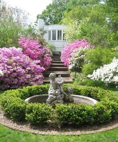 Circular idea for sideyard Beautiful Flowers Garden, Beautiful Gardens, Garden Paths, Garden Landscaping, Water Features In The Garden, Green Architecture, Formal Gardens, My Secret Garden, Garden Statues
