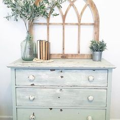 Happy Friday!! Hope y'all are having a good one. After we finish up school, I'm gonna' attempt to paint and distress my metal barstools, and maybe use some pickling wash and do some more distressing on our dresser. I got the inspiration from seeing this gorgeous photo from my sweet and talented friend, Chelsea @thesimpleabode  I love sweet Chelsea and her beautiful style! She's my #followfriday Do yourself a favor and go get lost in her pretty feed!  #farmhouse #magnolia #chippypaint…