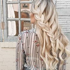 Loose braids and waves with Ash Blonde @luxyhair extensions  @saralrash @hairby.tess