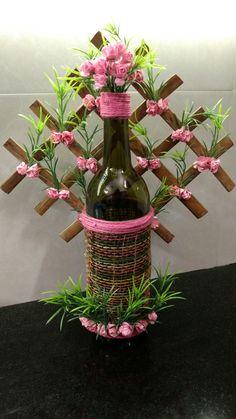 27 Fascinating Wine Decor Modern Wine Decor For Kitchen Wall Wrapped Wine Bottles, Wine Bottle Vases, Diy Bottle, Perfume Bottles, Wine Glass Crafts, Wine Bottle Crafts, Flowers Wine, Vintage Bottles, Antique Bottles