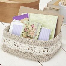 Darling crocheted basket is both useful and pretty—the lacy scalloped trim adds a feminine touch to your desk or powder room while keeping objects neat and organized. Crochet Storage, Crochet Box, Crochet Basket Pattern, Crochet Purses, Free Crochet, Knit Crochet, Crochet Patterns, Crochet Baskets, Beaded Crochet