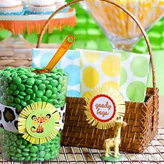 Cub on the way! Sweet DIY ideas for a jungle-theme baby shower candy buffet!