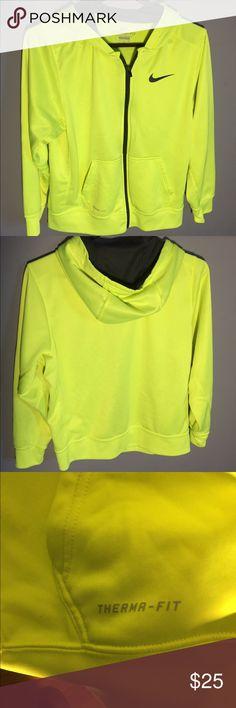 Woman's Nike Sweater Size:XL Like New** Woman's Therma-fit Nike hoodie Size:XL Gentle Worn, Like New Sweaters