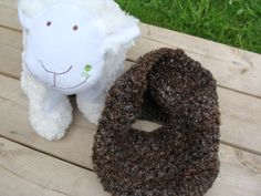 Cache-cou au crochet 100% acrylique - Août 2015 Fait par Jocelyne Gailloux de l'atelier Les Doigts en Folie.