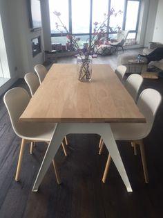 sparrow tafel dyyk 180 x 90 blanke olie met mat witte poten. Hay stoelen