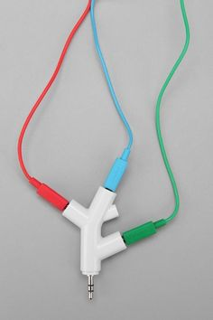 5 Coolest Gadgets, Music Branches Headphone Splitter - perfect for the beach! Inspektor Gadget, Gadget Shop, Lampe Retro, Headphone Splitter, Accessoires Iphone, Things To Buy, Stuff To Buy, 21 Things, Random Things