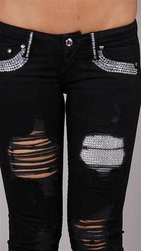Jeans diy Ripped jeans with gems underneath. Ripped jeans with gems underneath. Diy Jeans, Cute Jeans, Bling Jeans, Diy Fashion, Love Fashion, Fashion Outfits, Womens Fashion, Kawaii Mode, Alternative Rock