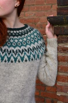 Fair Isle Knitting Patterns, Sweater Knitting Patterns, Knit Patterns, Easy Knitting, Norwegian Knitting, Icelandic Sweaters, Fabric Yarn, How To Purl Knit, Knitwear