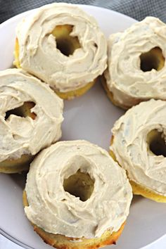 Moist and delicious, the best keto maple donuts recipe is perfect for summer and fall low carb donut emergencies. A gluten-free, sugar-free breakfast treat. Low Carb Doughnuts, Low Carb Donut, Keto Donuts, Sugar Free Breakfast, Keto Diet Breakfast, Breakfast Recipes, Breakfast Ideas, Mcdonalds Breakfast, Breakfast Gravy