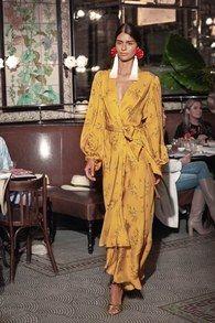 Johanna Ortiz Resort 2019 Modenschau , Johanna Ortiz Resort 2019 Fashion Show Johanna Ortiz Resort 2019 New York Kollektion - Vogue. Fashion Week, Look Fashion, Runway Fashion, Trendy Fashion, High Fashion, Fashion Outfits, Womens Fashion, Fashion Tips, Fashion Design