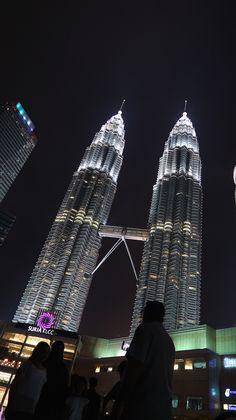 Torres Petronas, Kuala Lumpur, Malásia | Viaje Comigo Kuala Lumpur, Cameron Highlands, Empire State Building, Opera House, Travel, Viajes, Destinations, Traveling, Trips