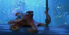 Ellen DeGeneres and Ed O'Neill in Finding Dory Hank Finding Dory, Dory Finding Nemo, Disney Pixar Movies, Box Office Collection, Idris Elba, Ellen Degeneres, Made In America, Latest Movies, Good Movies