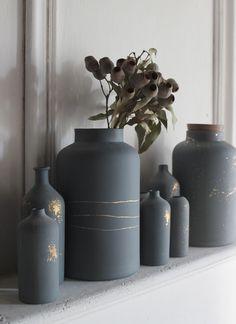 apartments in nice Glass Bottle Crafts, Diy Bottle, Bottle Art, Diy Crafts For Home Decor, Jar Crafts, Bottle Painting, Diy Painting, Vasos Vintage, Diy Painted Vases