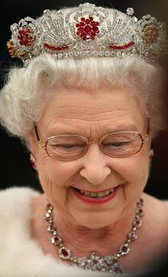 Queen Elizabeth II : : The Queen received these rubies from the people of Burma as a Coronation gift. After 26 years, she finally sent the rubies to Garrard's to create a new tiara in Royal Crowns, Royal Tiaras, Tiaras And Crowns, Windsor, Queen Hat, King Queen, Lady Diana, Prinz Philip, Reine Victoria