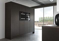 zwart gebeitst eikenhouten keuken van Piet Boon