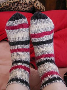 Finished Objects: Two at Once, Toe-up Socks – The Thrifty Knitter
