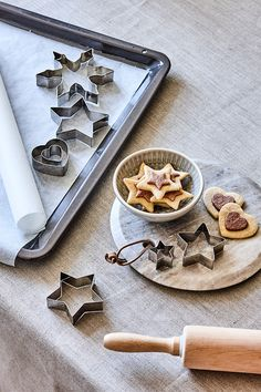 Christmas baking // Christmas decoration, cookie cutters, serving plate and christmas tins // Explor this year's christmas collection in the new catalogue from Søstrene Grene