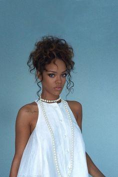 Rihanna backstage at Adam Selman fashion show in NYC. (5th September)