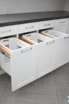 Home Misc 80 DIY Laundry Room Storage Shelves Ideas - Earlier than going loopy investing in storage Laundry Bin, Laundry Room Organization, Laundry Room Design, Laundry Sorter, Küchen Design, House Design, Diy Storage, Storage Ideas, Storage Shelves