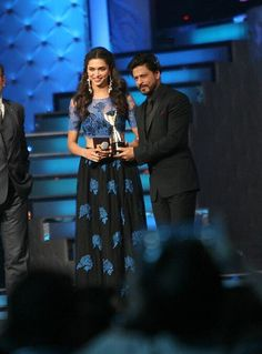 Deepika-Best Actress and SRK-Entertainer of theYear and Chennai Express gets Hall of Fame Award 2014