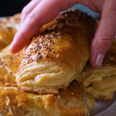 All of a sudden we're hungry. Can you blame us? The post Everything Bagel Croissants appeared first on Tasty Recipes. I Love Food, Good Food, Yummy Food, Tasty, Everything Bagel, Breakfast Recipes, Breakfast Casserole, Breakfast Ideas, Appetizer Recipes